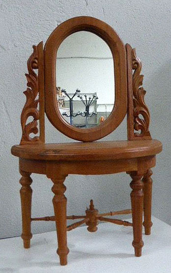 wholesale dealer 553b1 aeefb Small dressing table, carved wooden mirror - Catawiki