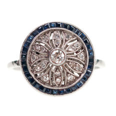 Platinum floral cluster Art Deco ring set with diamond and sapphires