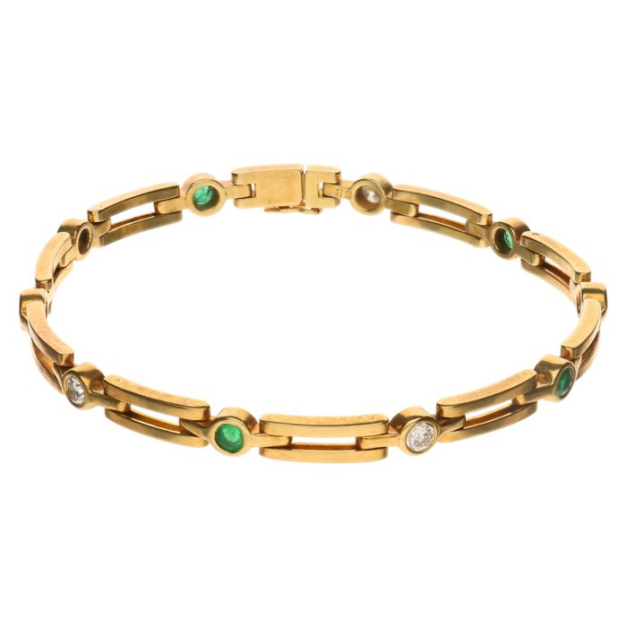 Yellow gold 18 kt link bracelet set with emerald and five brilliant cut diamonds of approx. 0.45 ct in total, length: 17.4 cm