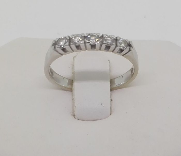 Ring in 18 kt white gold with natural diamonds totalling 1 ct, F/VS - size: 16 mm
