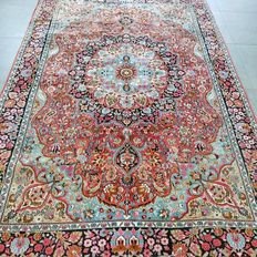 Superior 100% silk Kashmir Persian carpet – 275 x 180 – very good condition – with certificate