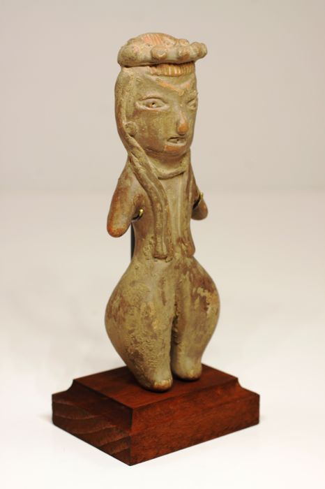 "An anthropomorphic figurine ""pretty lady"" in earthenware – height: 10.3 cm"