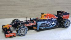 Minichamps - Scale 1/18 - Red Bull RB7 M. Verstappen - Snow Demonstration Run 2016
