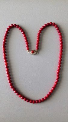 Vintage women's necklace in coral and silver