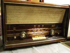 Vintage Philips radio - B6X72A
