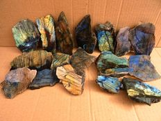 Labradorite free forms, polished on one side - 5,5 and 11,5cm - 2kg  (17)