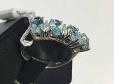 18 kt white gold ring with 0.20 ct diamonds and 1.20 ct aquamarine – Size: 15