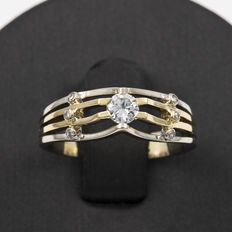 Two-tone white and yellow gold ring with 7 diamonds. Size: 13 (Spain).