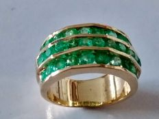 Cocktail ring with emeralds in 18 kt gold