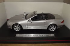 Maisto - Scale 1/18 - Lot with 3 models: Mercedes-Benz SL, Mercedes-Benz A Klasse & Mercedes-Benz CLK convertible
