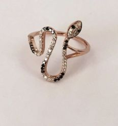 14k Gold snake ring set with 21 black diamonds of 0.21 ct and 43 white diamonds of 0.44 ct - Size 16