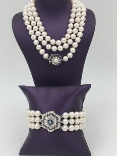 Freshwater pearl set necklace and bracelet with golden clasps, sapphires and diamonds - no reserve price!