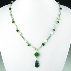 Necklace with Roman glass and shell beads - 48,5 cm