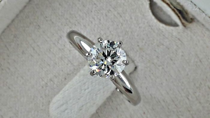 IGL 1.01 ct E/SI1 round diamond ring made of 14 kt white gold  *** NO RESERVE PRICE ***
