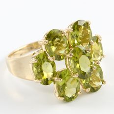 14kt Yellow Gold 8.50 ct Peridot Ring    Size: 6 - L-1/2