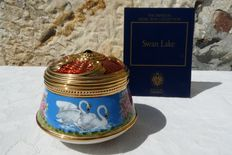 "House of Fabergé - music jewellery box - Collection ""The Imperial Music Box"" - porcelain - gold plate finishing 22 k"