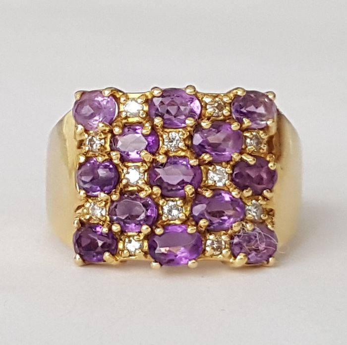 18 kt square ring with chequerboard of diamonds and amethysts - 2 ct in total - Size: 17.8 mm 16/56 (EU)