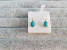 Yellow gold earrings, 18 kt, with turquoise; 2.2 cm x 1 cm