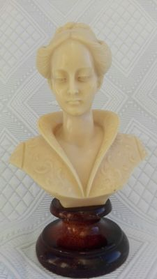 Magnificent woman bust, vintage, second half of the 20th century