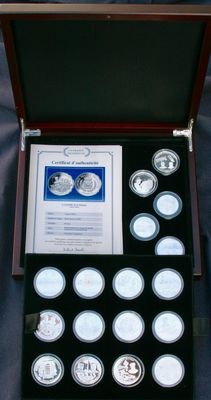 "France - Monnaie de Paris - Chest of 17 ""La France Victorieuse"" Medals - Silver"