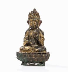 A Large Gilt-Bronze Figure of Guan Yin on a Lotus Stand (49 cm) - China - 16th/17th century (Ming Dynasty)