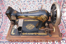 Antique Singer 28 sewing machine with wooden dust hood, 1905