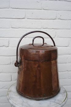 Extinguishing pot in red copper-Holland-18th century