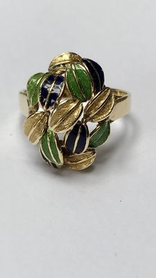 18 kt gold ring with enamelled leaves