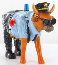 Art in the city - police cow - original
