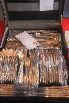 "Fine SBS Solingen Cutlery Set with Case, 70 pieces - ""GLORIA ROYAL"" model, No. 2000, 23/24 hard gold plated, 1000 fine gold, brand new condition."