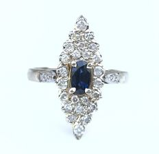 Sublime old marquise ring in 18 kt white gold, central sapphire (0.35 ct) surrounded by extra white diamonds (0.65 ct).