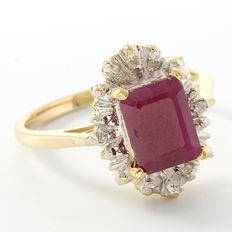 14kt Yellow Gold Ring Set with Diamonds & Ruby -  Size: 7 - O