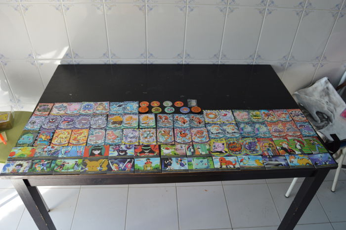 Topps - Pokemon collectible Cards - English 2000 and 114 Pokemon Collectible Cards including holographic cards
