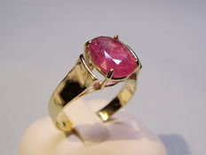 Gold ruby ring with large natural 2.4 ct ruby