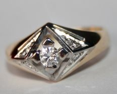 14karat kwaliteit gold ring with natural solitaire and small Brilliants H/VVSI, totaal  0.33Ct. Excellent state.