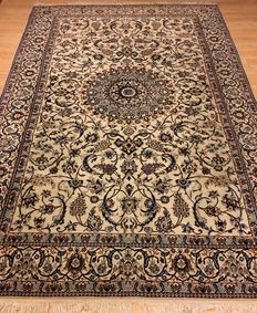 Persian Nain, with silk, 308 x 205 cm
