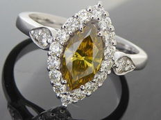 18 kt gold ring with intense fancy cognac diamond, 0.85 ct & diamonds, 0.50 ct - ring size: