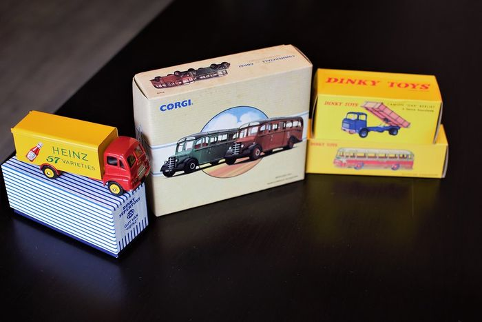 Dinky Toys-Atlas / Corgi - Scale 1/43-1/50 - Lot with 5 models