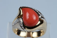 18 kt gold ring with red coral droplet and diamonds. European Size: 17