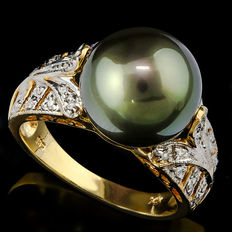 14KT gold ring set with 12mm Tahitian black pearl and 32 diamonds **no reserve price**