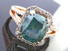 Ring with intense fancy greenish blue colour cut diamond, 3.53 ct in total - ***No reserve price***