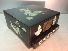 Lacquered jewel box with mother of Pearl inlay  - early 20th century