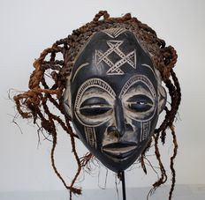 Lovely, large CHOKWE mask - Angola