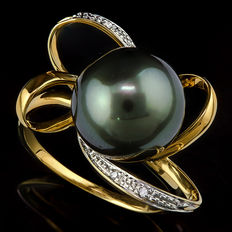 Gold ring set with 11.5 mm Tahitian black pearl and 4 diamonds 0.024 ct **no reserve price**