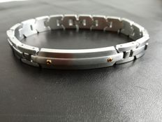 Bracelet in hypo-allergenic 316L surgical steel and 18 kt gold.