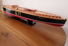 Great boat model of American Racing Rainbow IV from the 1930s