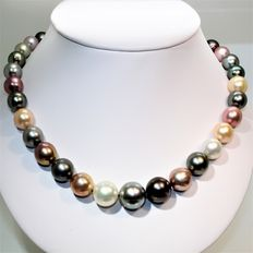 Necklace of round natural multicoloured Tahitian & Freshwater pearls  Ø 10 x 15.7 mm