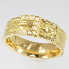 Victorian yellow gold engagement ring with pearls - Shaped as a symbolic belt with a secret compartment