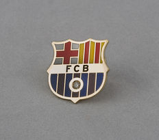 Yellow gold FCB (Barcelona Football Club) emblem badge, set with a brilliant-cut diamond of 0.03 ct in total.