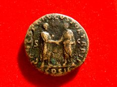 Roman Empire - Lucius Verus (161 - 169 A.D.) bronze dupondius (8,99 g. 24 mm.), minted in Rome, 161 A.D. Lucius Verus and Marcus Aurelius standing facing one another, clasping right hands. Very scarce.
